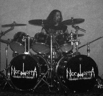 Alessandro Borghetti alla batteria dei Nocturna Perambulant In Tenebris