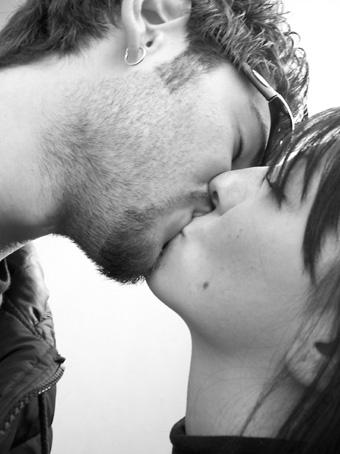 Bacio tra ragazzi
