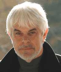 Valerio Massimo Manfredi è nato a Piumazzo (MO) nel 1943