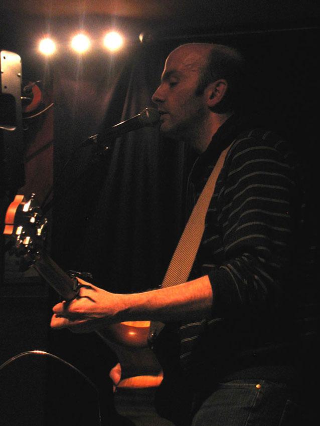 Giancarlo Frigieri durante un recente live